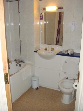 Bathroom picture of premier inn london romford west hotel romford tripadvisor Premiere bathroom design reviews