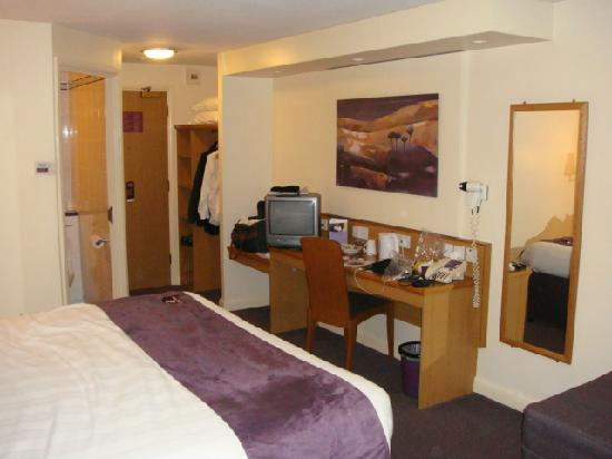 Premier Inn London Romford West Hotel: Bedroom