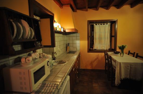 Casa Cha Miquela: Hall, kitchen