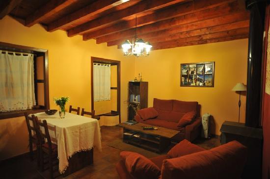 Casa Cha Miquela: Hall, sofa