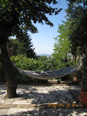 Domaine de Clairefontaine : Relaxing in a hammock!