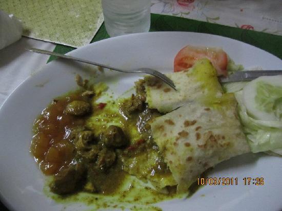 Midtown Restaurant : Chicken Roti