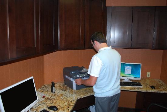 Hampton Inn & Suites Phoenix/Gilbert: 24 Hour Business Center