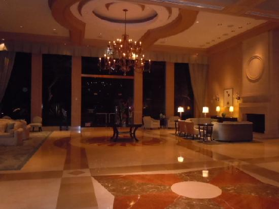 The Canyon Suites At The Phoenician: The Lobby