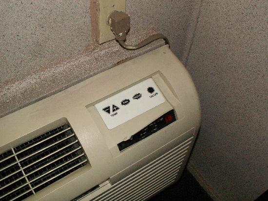 Howard Johnson Phoenix Airport/Downtown Area: Air conditioner