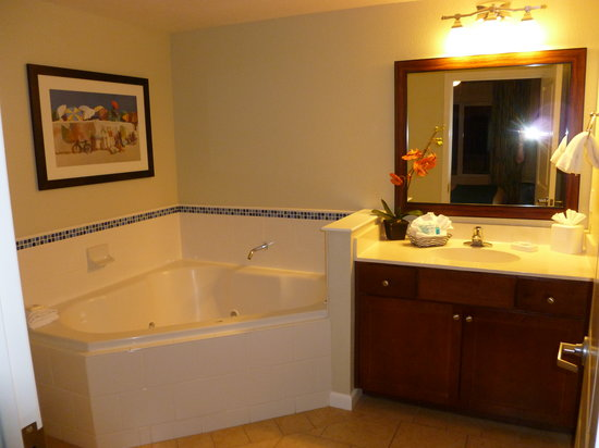 Wyndham Oceanside Pier Resort: Master Bath