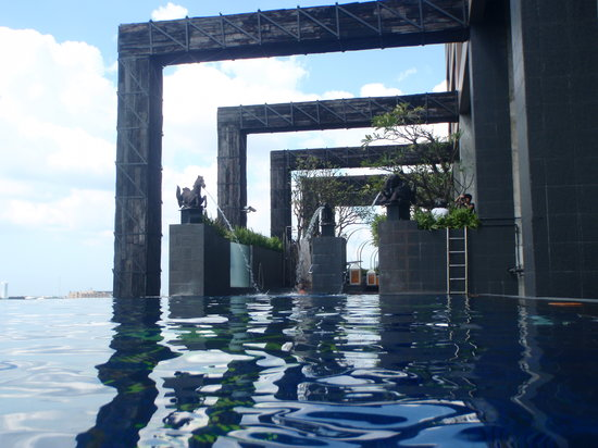 Siam@Siam Design Hotel Bangkok: the awesome infinity pool