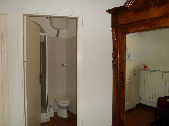 Casa Santo Nome di Gesu: bathroom