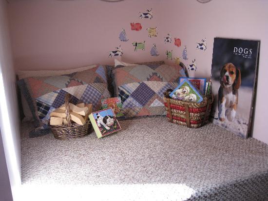 Dog Bark Park Inn : Napping/reading alcove