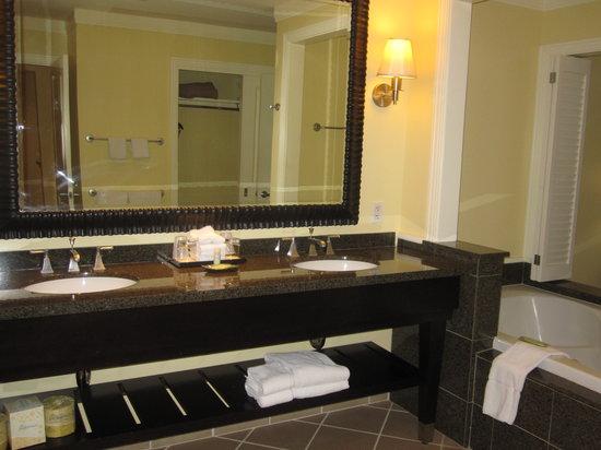 The Westin Kaanapali Ocean Resort Villas: Bathroom