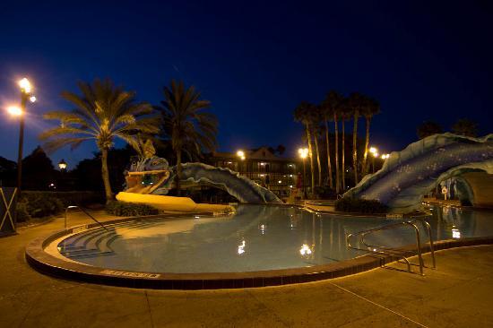 Disney's Port Orleans Resort - French Quarter: The pool at sunrise