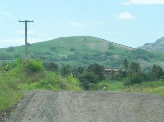 Navala Village: the road into Navala