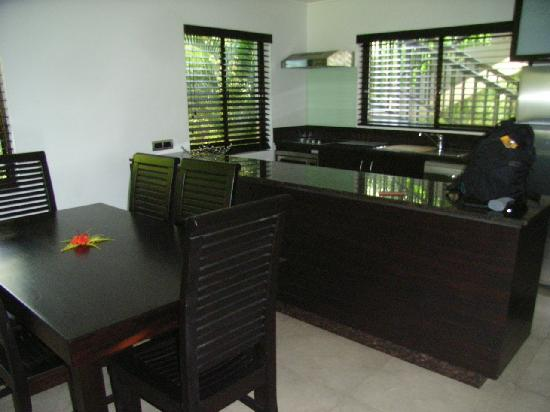ULTIQA at Fiji Palms Beach Resort: Kitchen