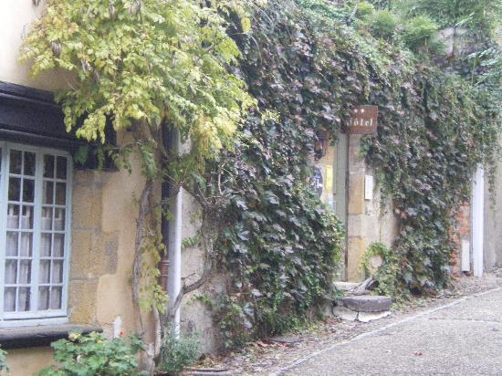 Hotel La Tourelle Du Beffroi : L'entrée de l'Hotel, coté rue piétonne