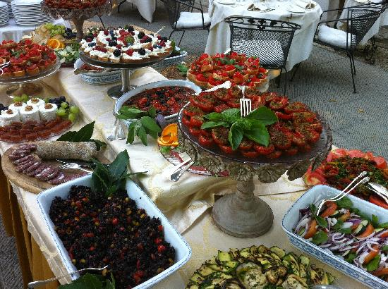 Villa di Piazzano : buffet on the terrace