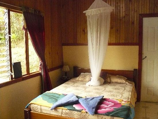 Cabinas Manolo: Habitación amplia, limpia y tranquila