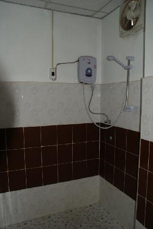 Mixok Guesthouse : hot water shower