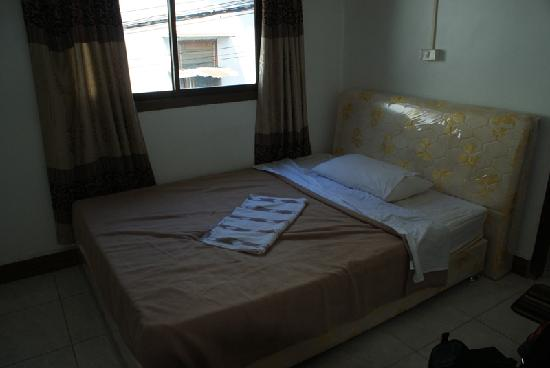 "Mixok Guesthouse: double bed comfy, but linen not exactly ""squeaky"" clean"
