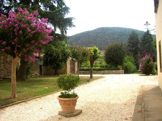 Villa di Piazzano: garden in summer