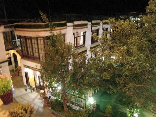 Hotel Yak Tail: courtyard-night-apple trees :)