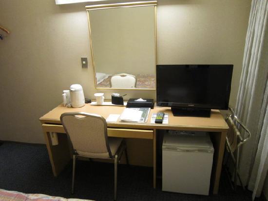 Hotel Plumm: 机やTVなど