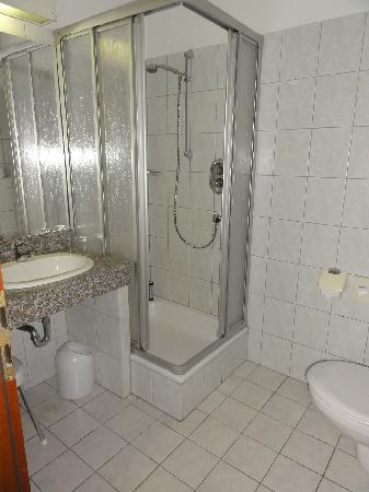 Hotel Kaiserhof: bathroom