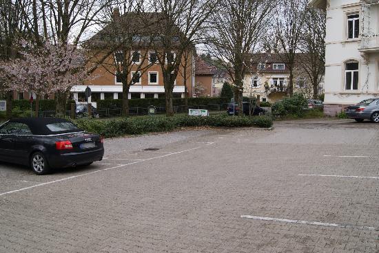 Allee Hotel Leidinger: Kostenfreie Parkplätze vor dem Hotel
