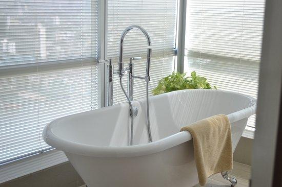 TheRiverSideBangkok Elegant Apartments: Bath