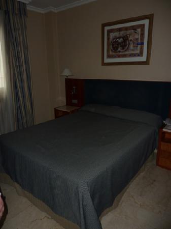 NH Córdoba Califa: the bed