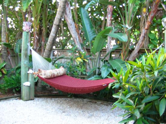 Beach Bungalow: Palms garden hammock