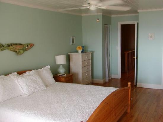 Beach Bungalow: master bedroom