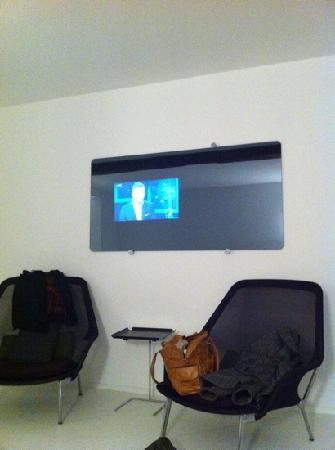 Hotel Zenden: tv in de spiegel