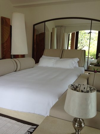Phulay Bay, A Ritz-Carlton Reserve : huge Bed!