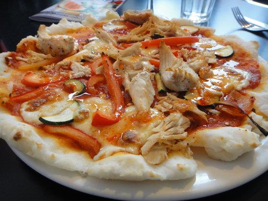 Dough Pizza Kitchen: Spicy chicken pizza on GF crust
