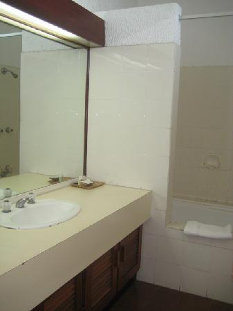 Hotel Olympic: bathroom