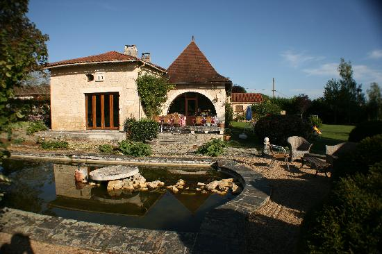 Domaine De Brantome Holiday Rentals : The bar/restaurant and terrace.
