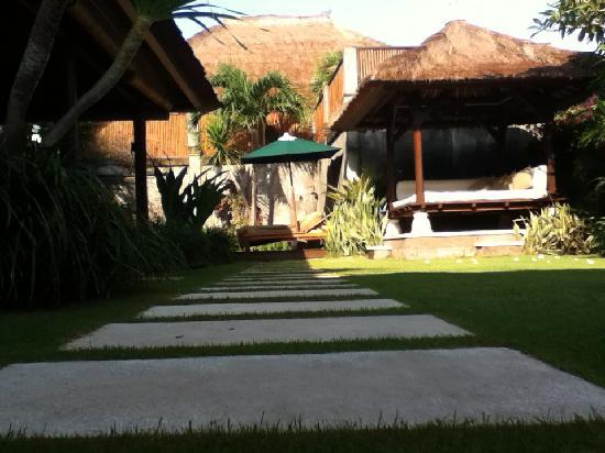 Serene Villas: pathway
