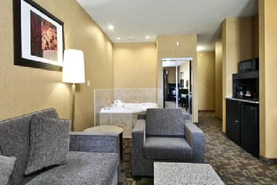 Best Western Plus South Edmonton Inn & Suites: Jacuzzi Suite