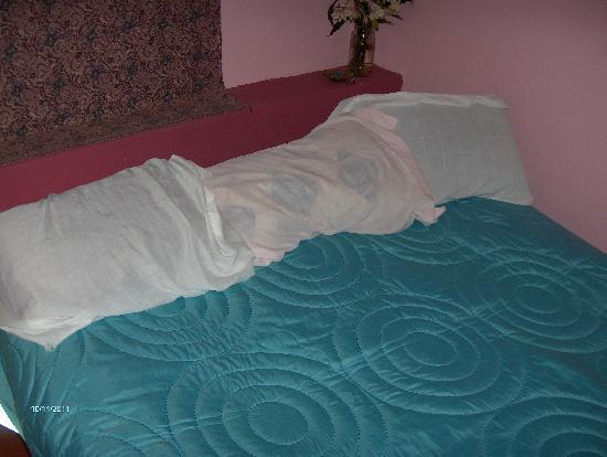 Chaska Wasi B&B: Bed.