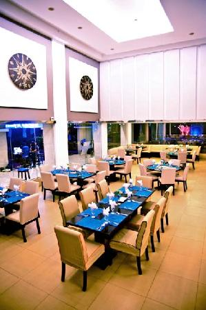 The Lighthouse Marina Resort: Partake in the bounty of the sea at Sands Resto-Grill.