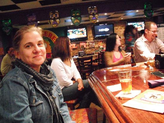 Checkered Parrot Bar & Grill: The environment