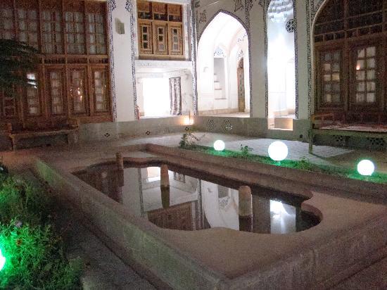 Isfahan Traditional Hotel: cortile interno 2