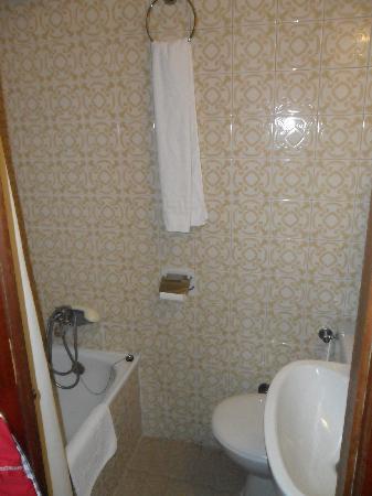 Casual Valencia de la Música: bathroom