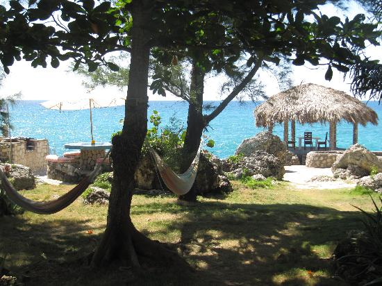 Tansobak Cottage Vacation Resort: Very relaxing hammocks!