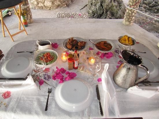 Tansobak Cottage Vacation Resort: One of the fabulous table settings!