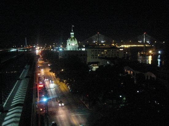 Holiday Inn Express Savannah-Historic District: Rooftop View at night