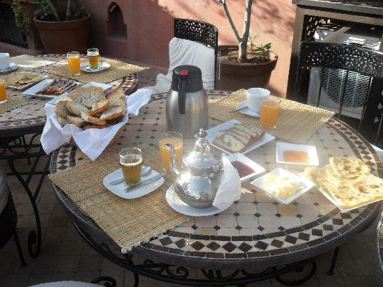 Riad Dar Selen : Breakfast
