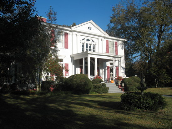 Antebellum Oaks Inn: front of Inn