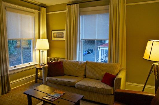 كافالو بوينت: Living Room-one bedroom suite