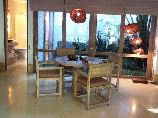 Evason Hua Hin : Dining Table in the room (Stylish Lamp)